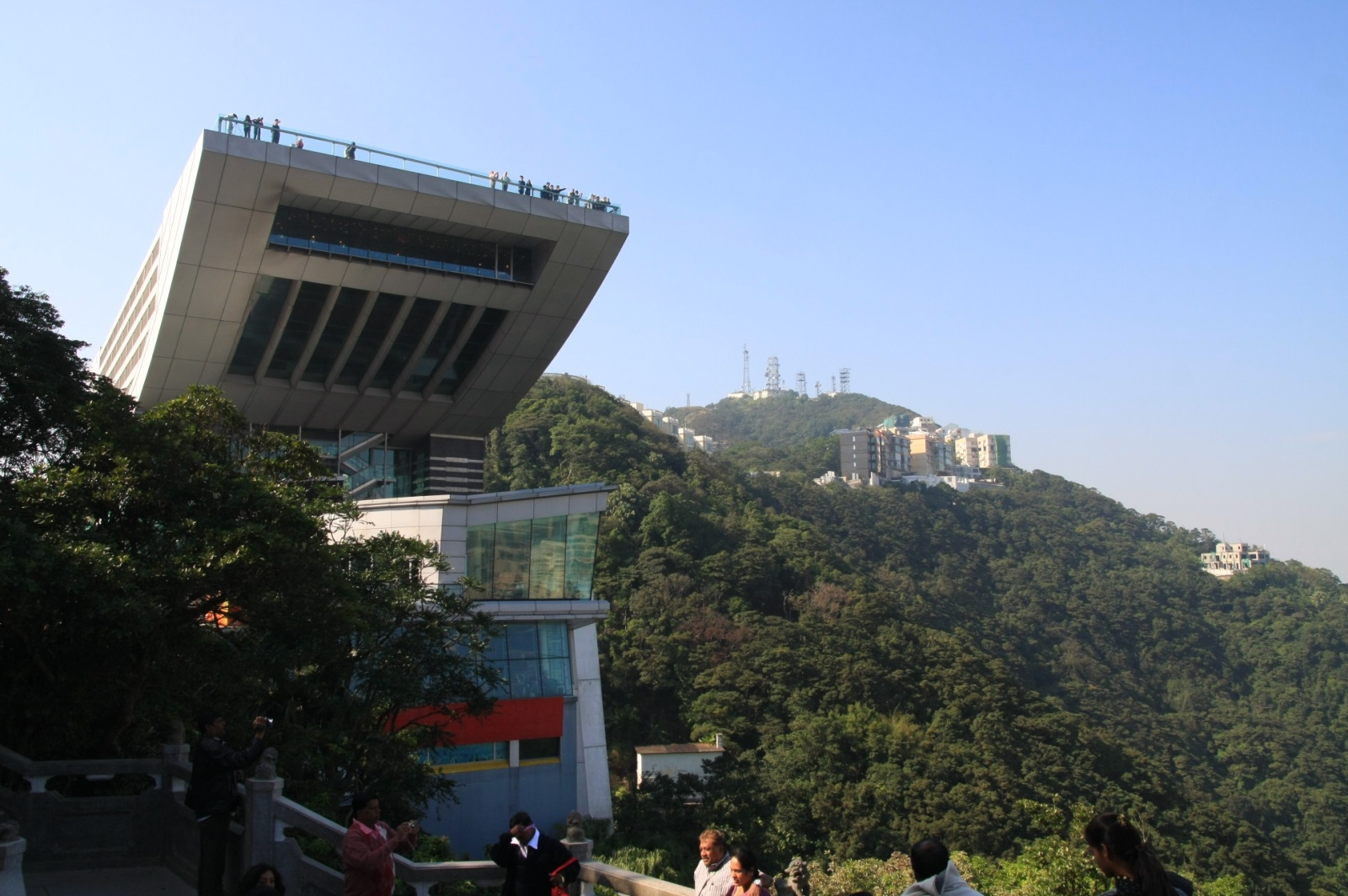 The Victoria Peak gallery, with awfully many restaurants, shops, and tons of tourists