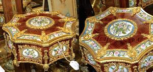 """Великолепная музыкальная шкатулка 19-й век.""""Maison Boisfiere"""" 19-й век. Маркетри их розового дерева, резная позолоченная бронза, тончайший расписной фарфор с цветочным узором. 27/25/12 см. 6000 евро."""