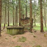 Postapokalyptická vodárna uprostřed lesa - po roce 1945 ji vlastními silami postavili obyvatelé nedalekých vesnic, aby je pár let na to kvůli zřízení vojenského prostoru vystěhovali vojáci a jejich vesnice srovnali se zemí. Vodárna však zůstala.