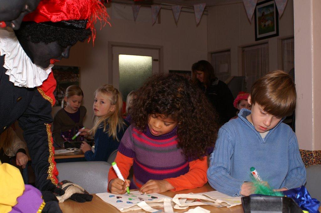 Sinter Klaas in de speeltuin 28-11-2009 - PICT6760