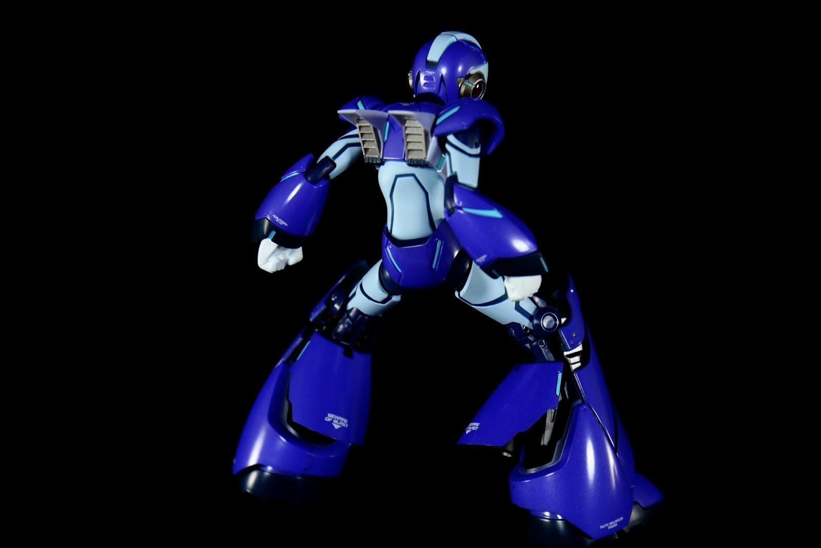 背部的推進器是替換零件,腳部則是可以直接打開