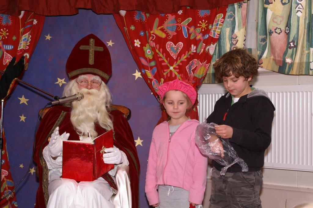 Sinter Klaas in de speeltuin 28-11-2009 - PICT6805