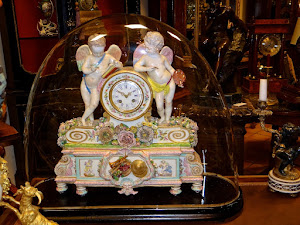 Большие фарфоровые часы  Франция ок.1870 г. 43/20/50 см. 5000 евро.