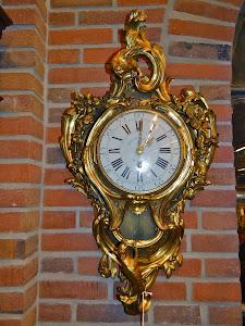 Настенные часы картель. Франция 19-й век. Позолоченная бронза. Фигурки волка и петуха. 80/40 см.