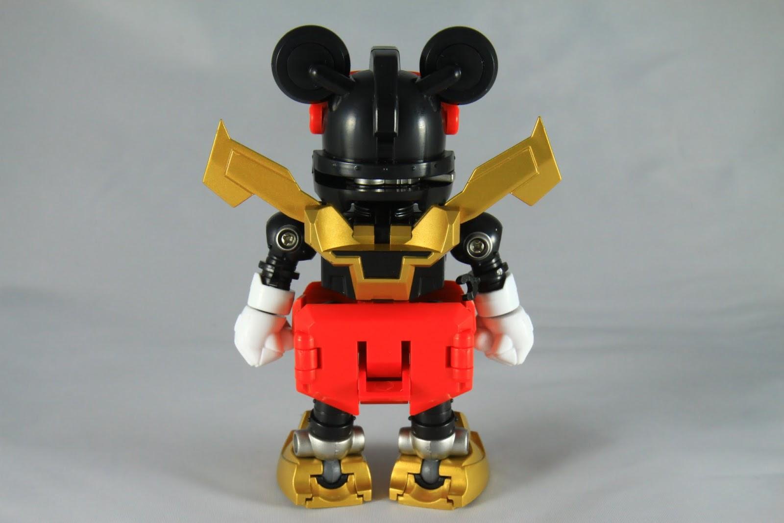 合金合體機器人從古早舊有的問題就是 為了遷就合體機構 分離的個體大多都有外形被犧牲的地方 像這隻米奇的屁股好大