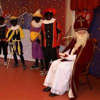Sinter Klaas in de speeltuin 28-11-2009 - PICT6790