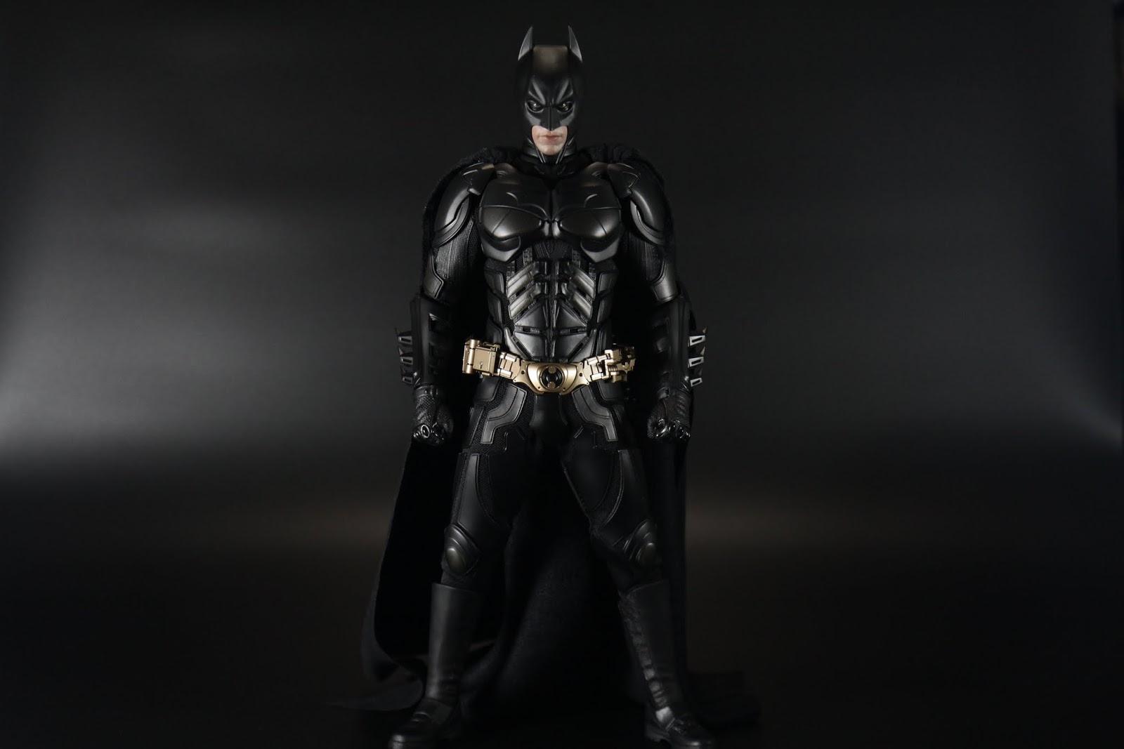 拆掉之後整體因為蝙蝠裝本身就夠厚,除了小腿外不會有鬆垮的感覺