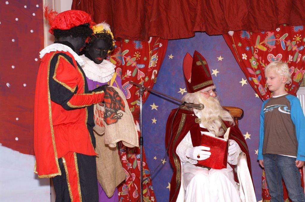 Sinter Klaas in de speeltuin 28-11-2009 - PICT6838