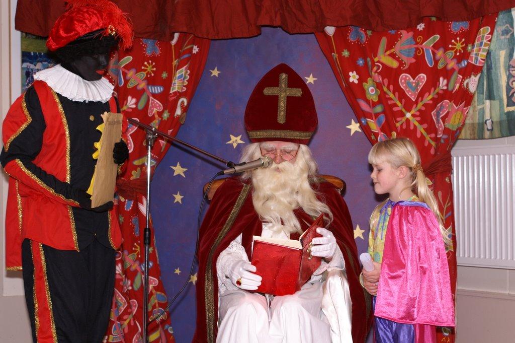 Sinter Klaas in de speeltuin 28-11-2009 - PICT6792