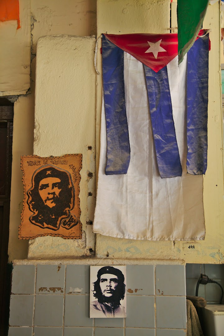 How can a bar exist without Che?