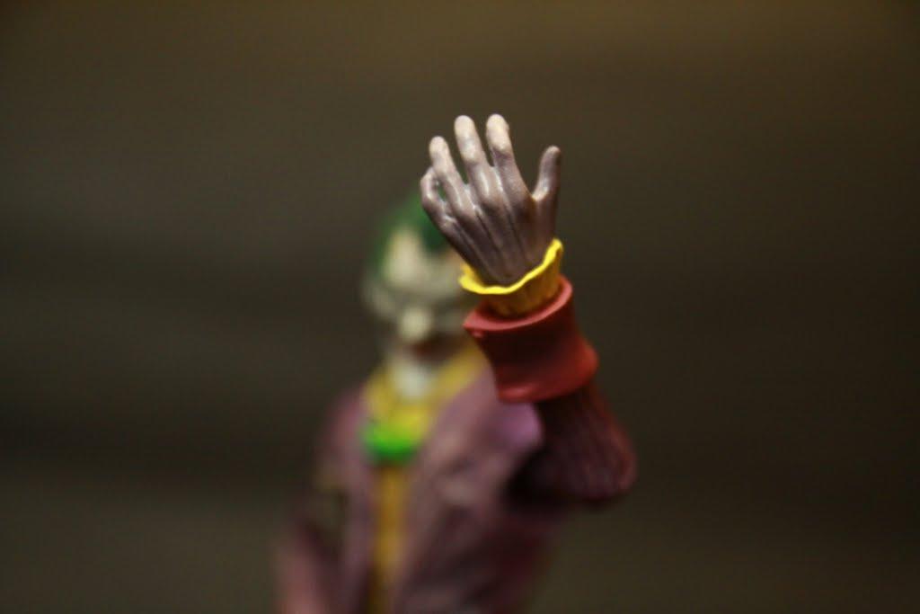手腕的袖口是可以轉動的 增加了些許的可動性