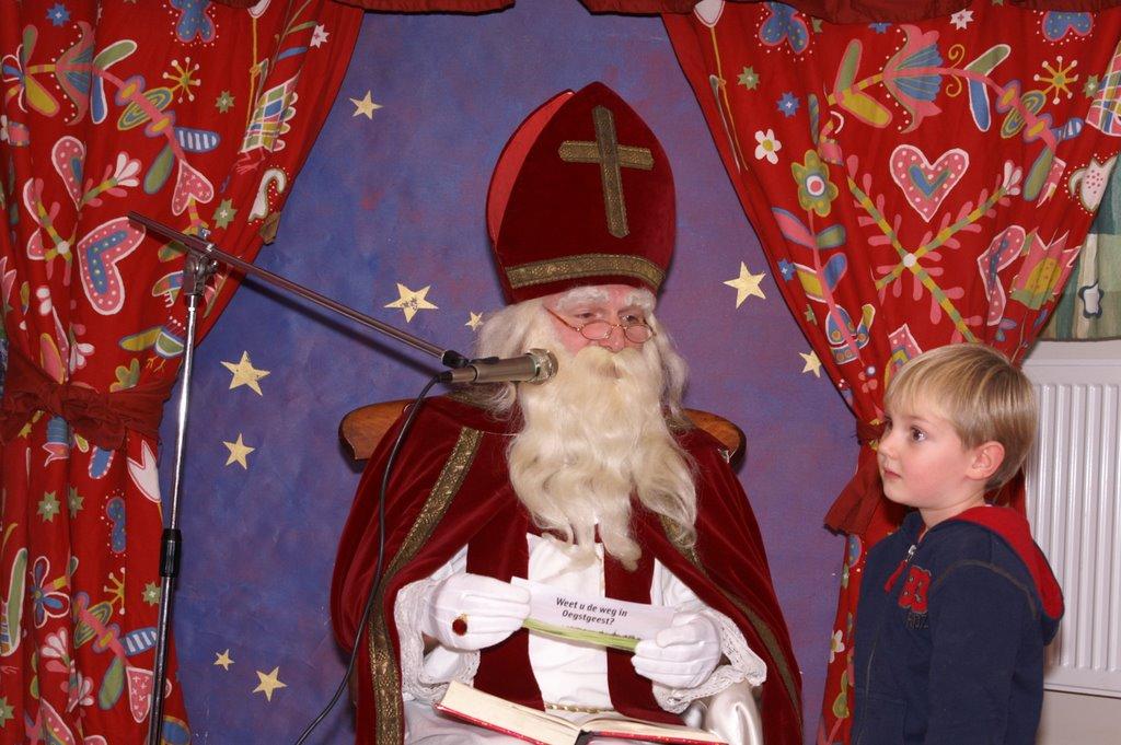 Sinter Klaas in de speeltuin 28-11-2009 - PICT6814
