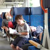 Někteří vysílením i usnuli... Praha se však neúprosně blíží, už za chvíli budeme doma.