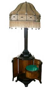 Граммофон с ламой. ок.1900 г.  высота 200 см. 6300 евро.