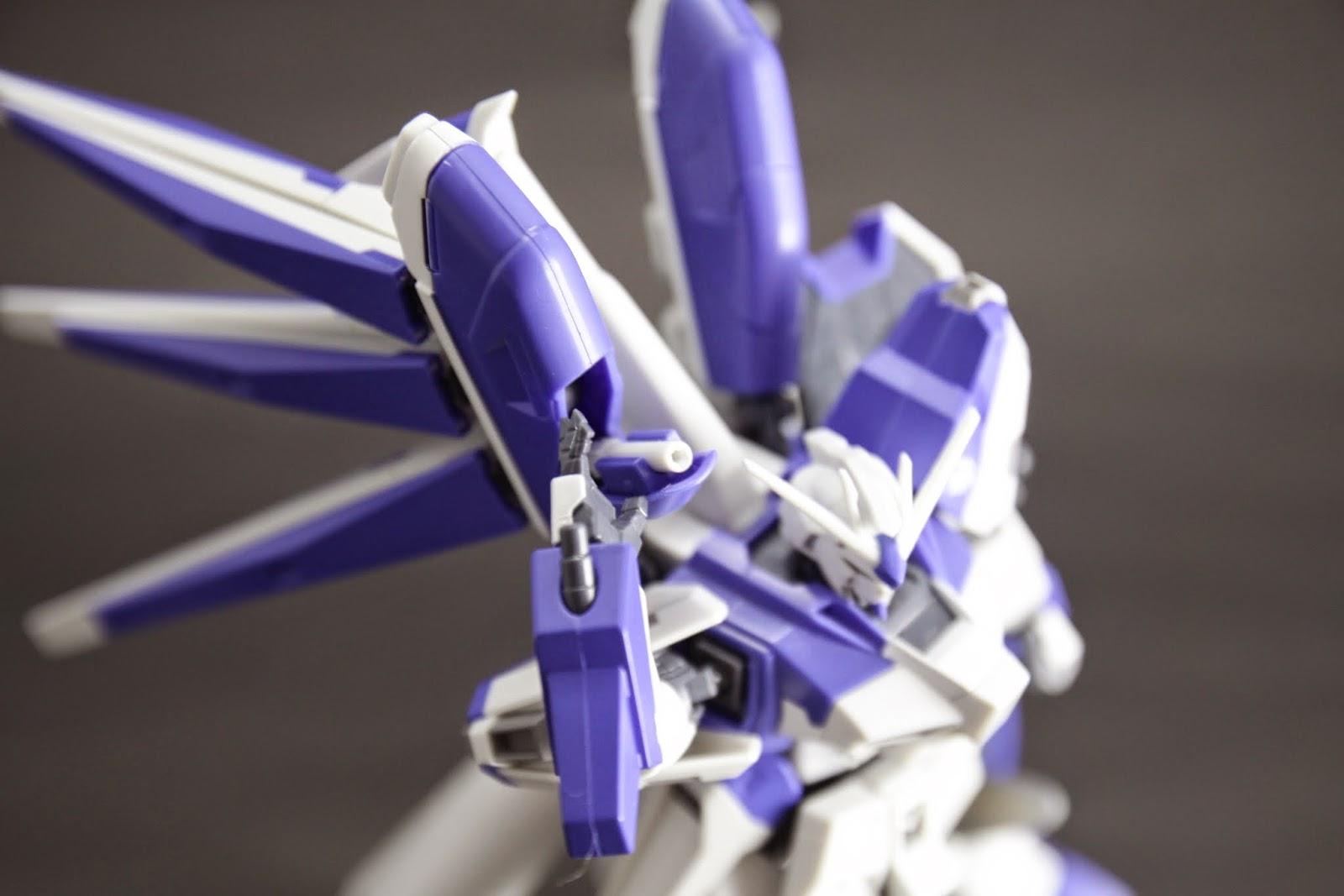 在感應泡充電匣裡的光束刀架也忠實呈現 不過比起Nu的光束刀,Hi-Nu的好沒氣勢...