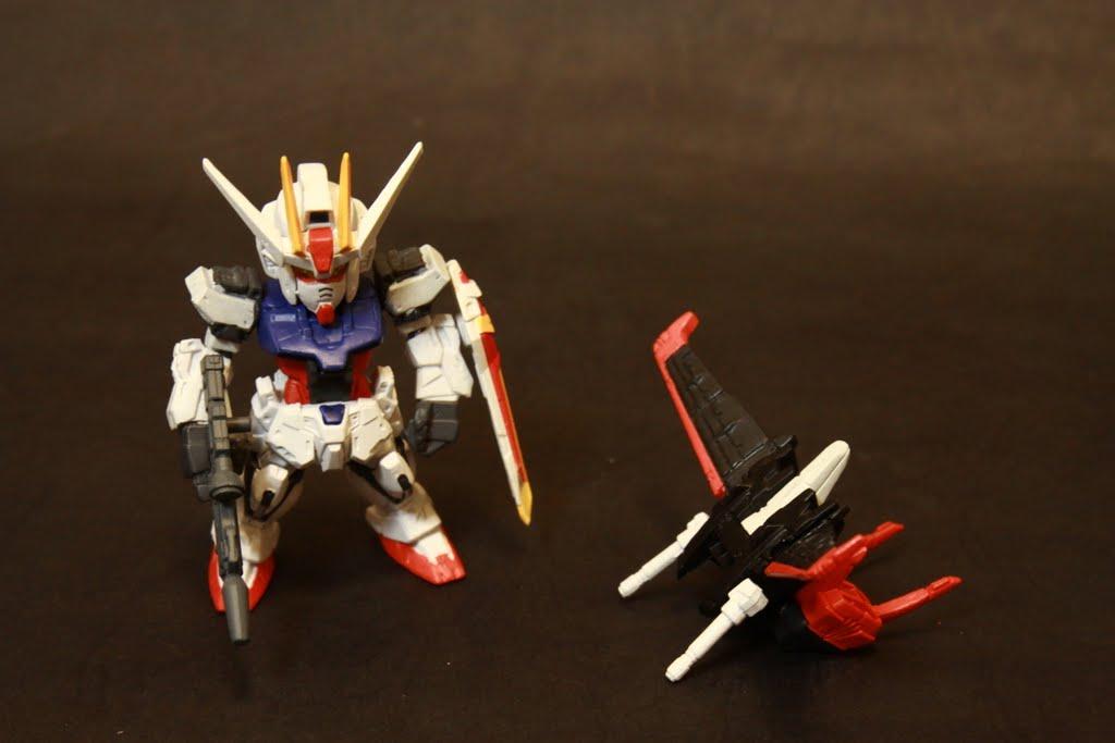在No.34盒子背面就有說可以將兩組合體 主要是擴充Strike Gundam本身空戰能力的不足