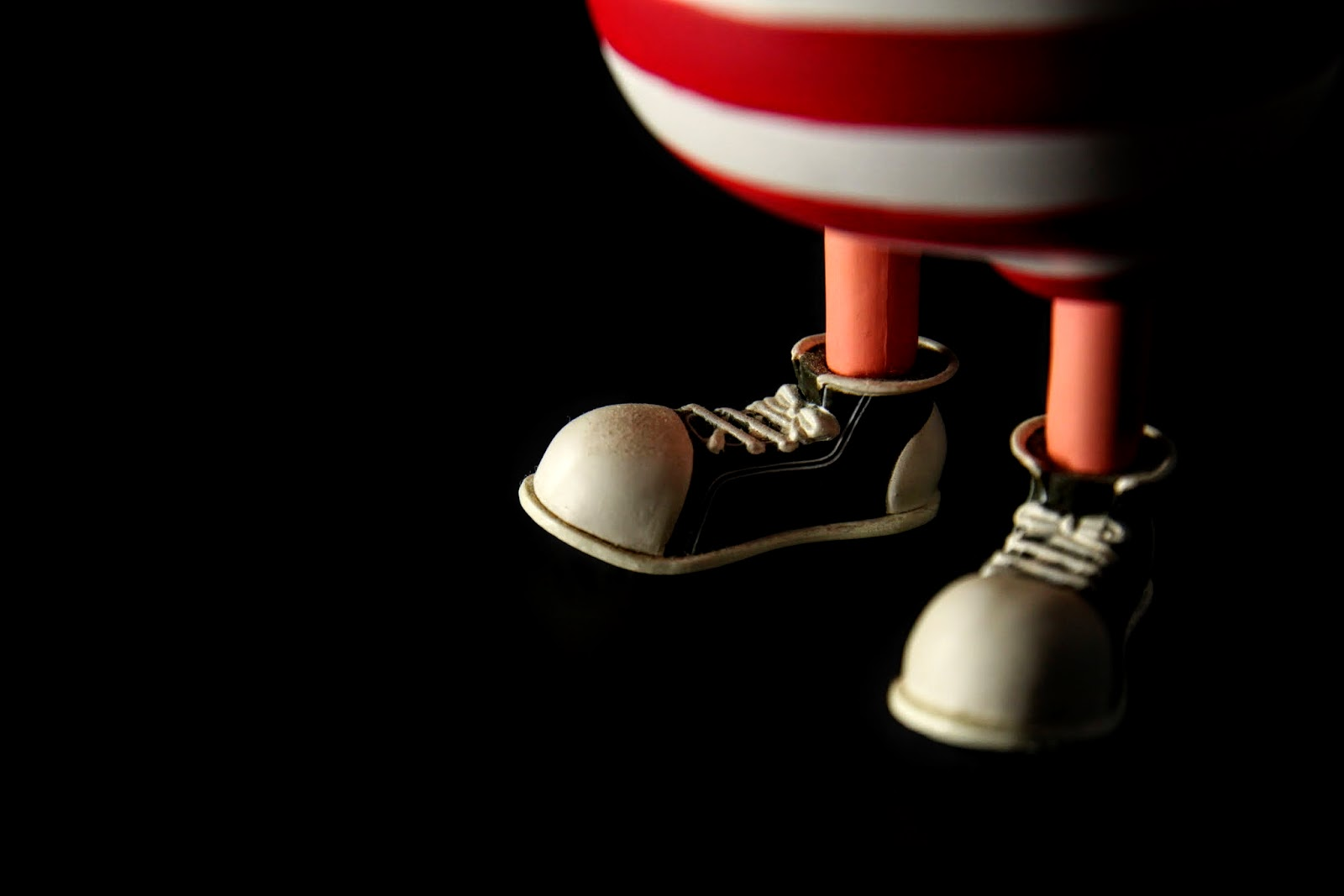 設定上基連列克非常喜歡帆布鞋