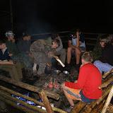 Starší - puťák: večer u ohně