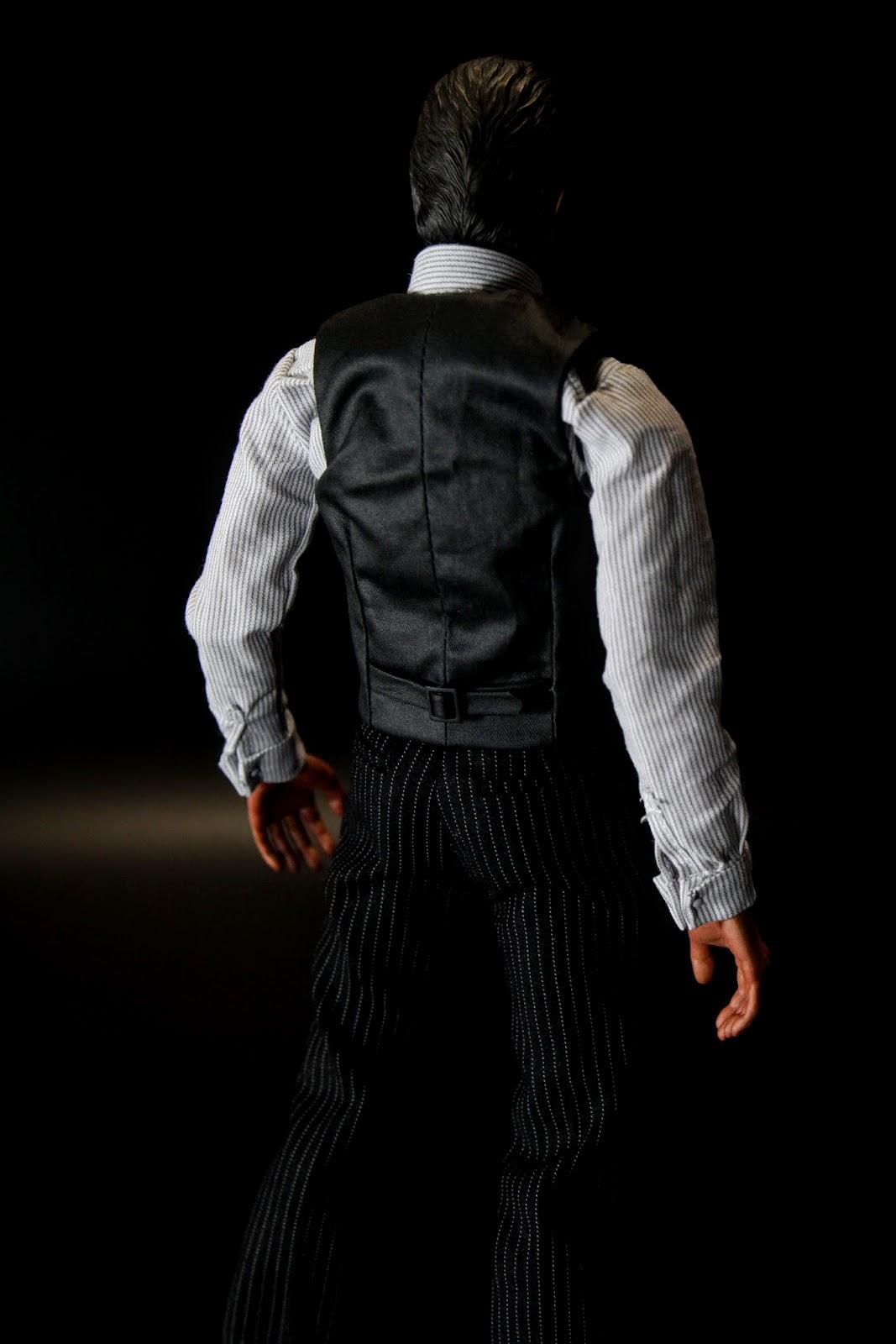 也因為前面講到素體問題,肩膀是虛的~不穿外套很明顯看到肩膀是空的