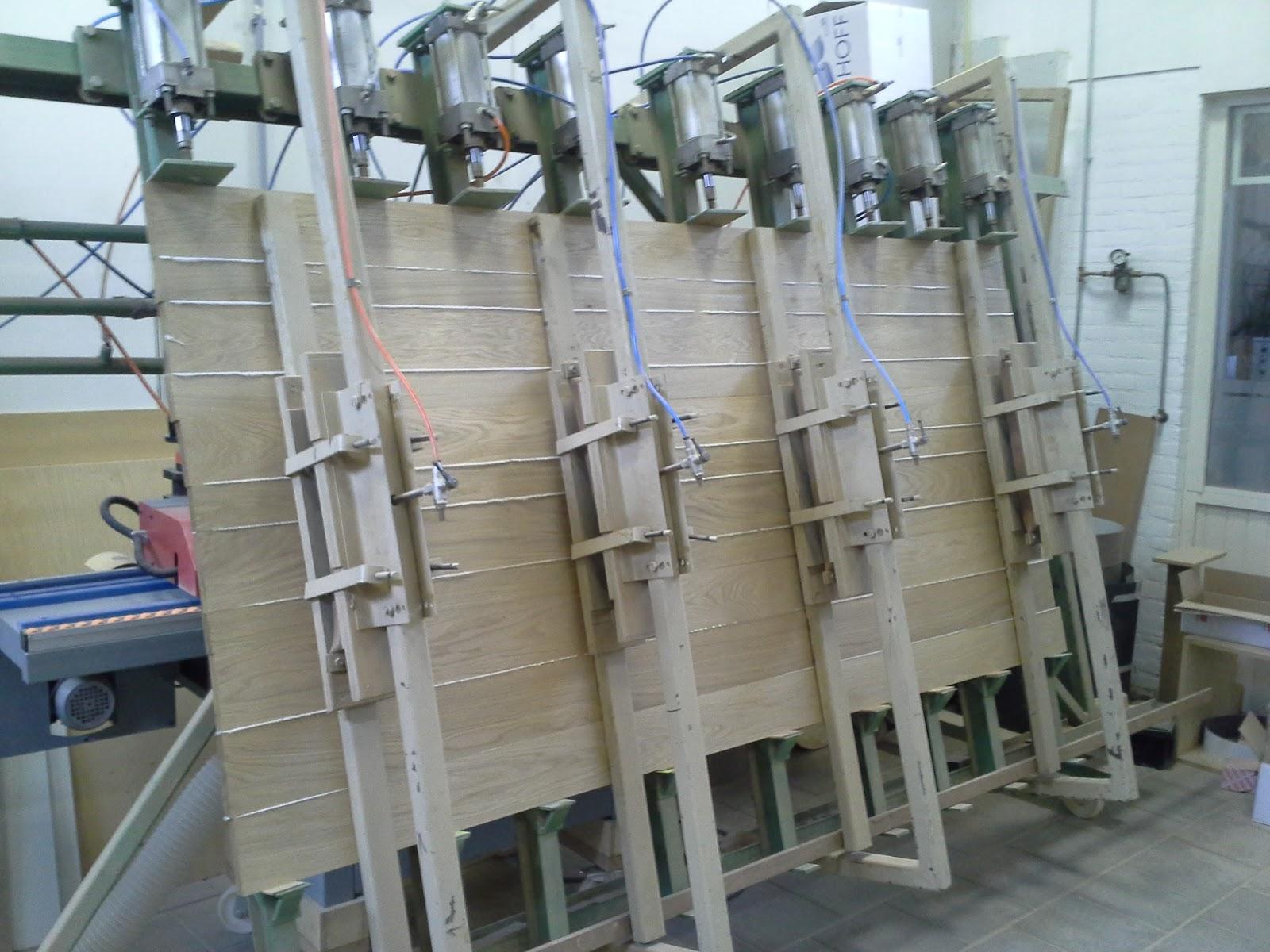 Lijmpers voor het maken van grote tafelbladen