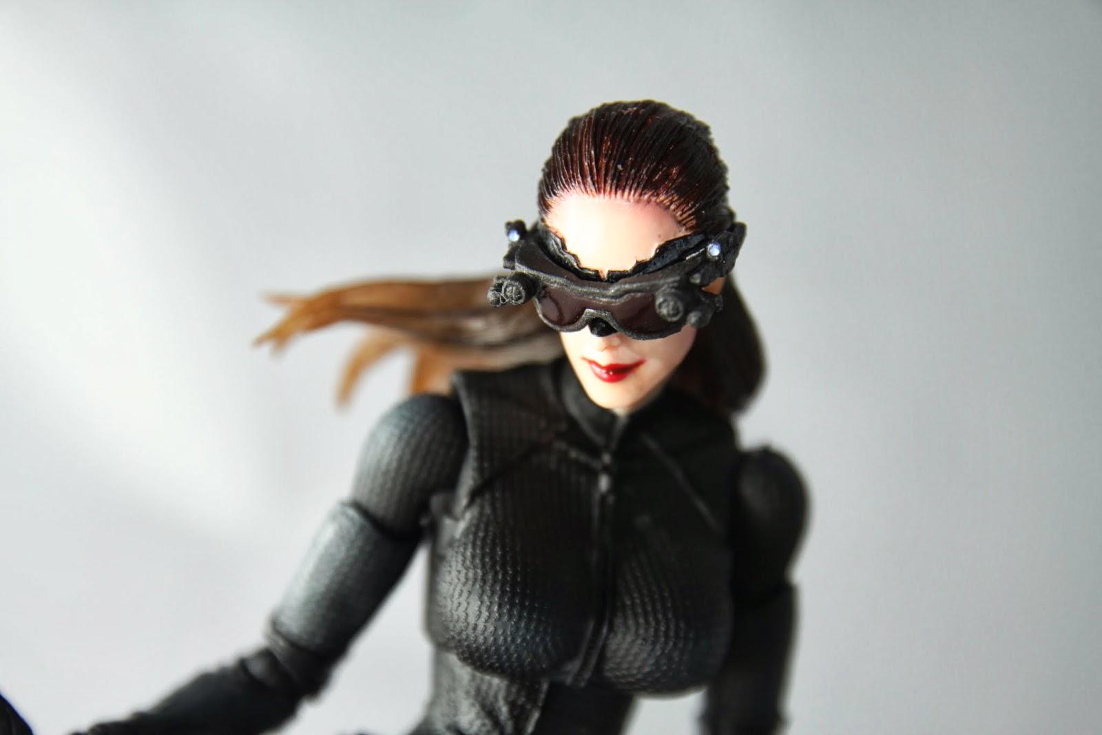 眼罩的造型沒有隨便馬虎 但是頭的可動就很馬虎了! 這系列女角的脖子都沒有關節 而這款脖子角度又偏低 導致很多動作受到阻礙啊喵~
