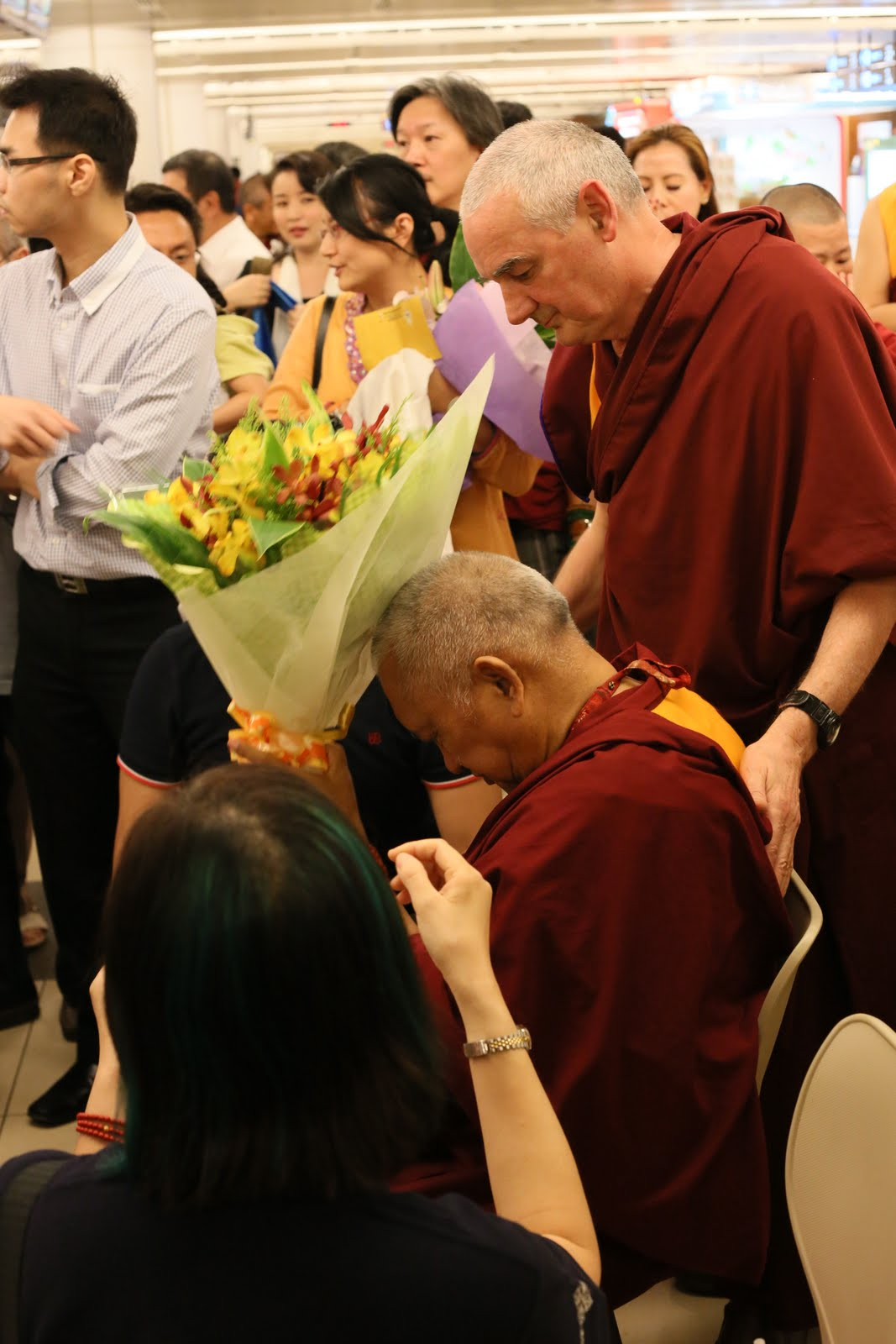 Rinpoche arrives in Singapore.