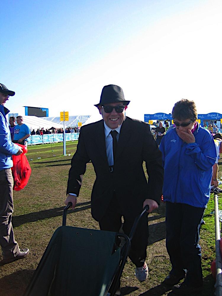 Jan breaks the Blue's Brother's wheelbarrow