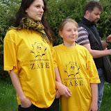 Káka a Helena v tričkách Záře - pomáhaly totiž s organizací akce