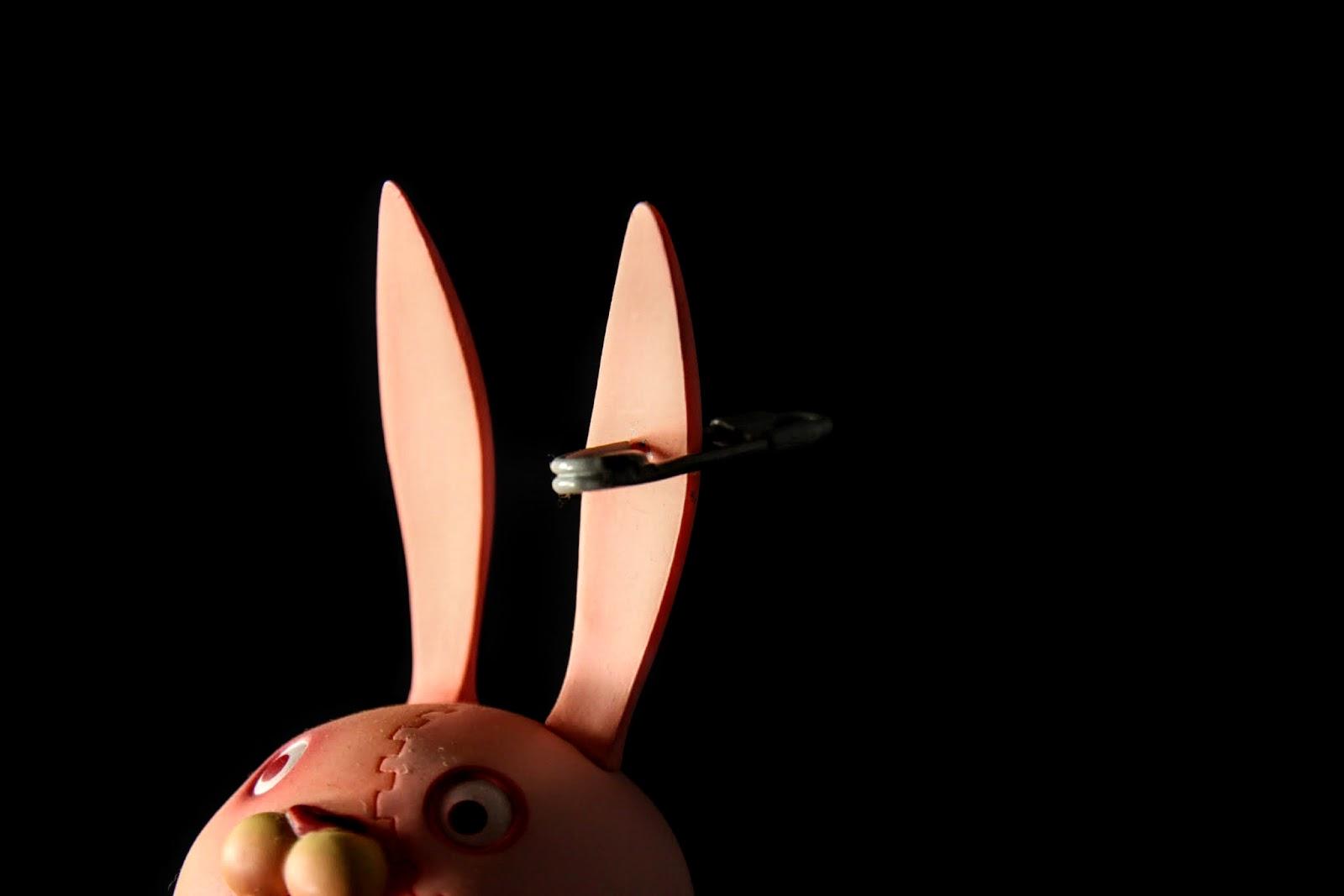 有別於第一彈,第二彈耳朵上的迴紋針才是符合原作的設定