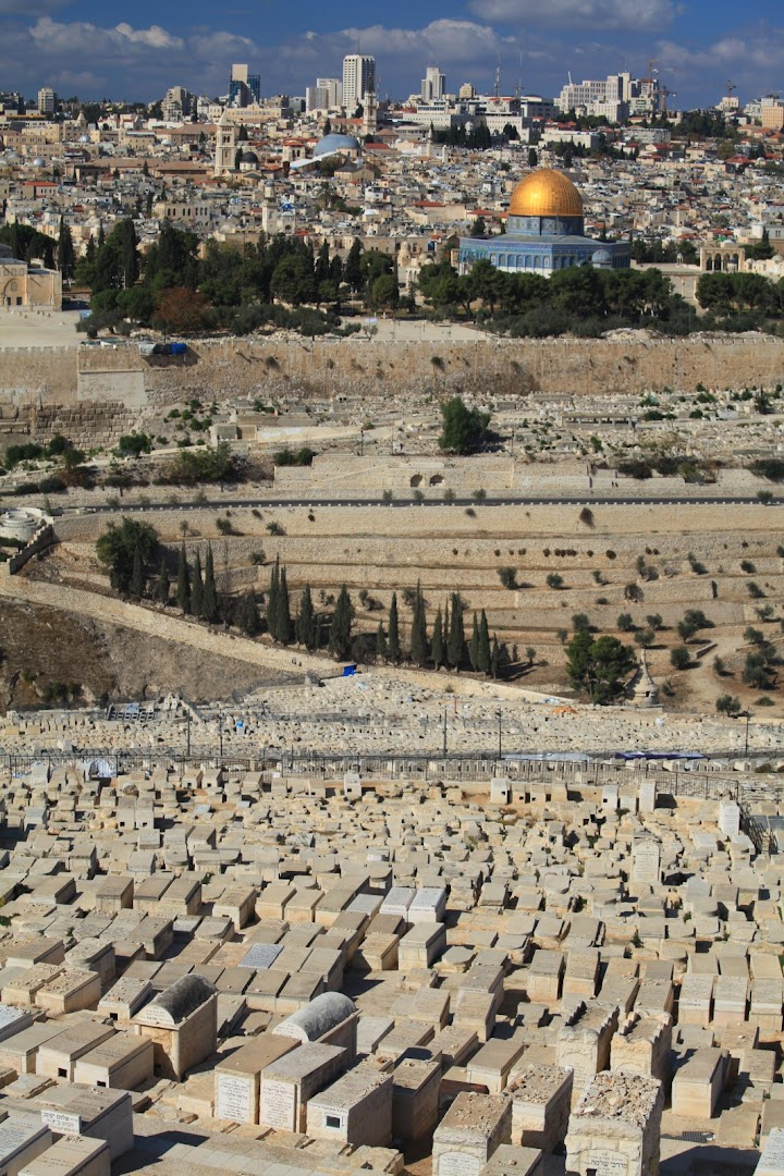 Endless cemetery - the Jews buried here will be the first to ascend to the Heaven