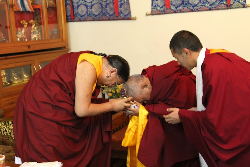 Lama Zopa Rinpoche offering statue to His Holiness the Sakya Trizen, Dheradhun 2012