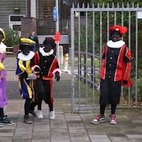 Sinter Klaas in de speeltuin 28-11-2009 - PICT6779
