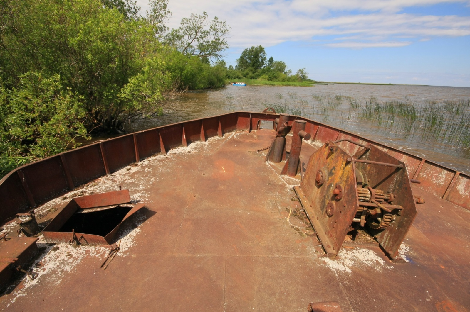 These old barges were drown here to preserve the delicate shore from the waves of the lake
