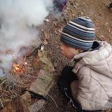 Rozdělání ohně bylo hodně namáhavé, ale za pomoci březové kůry se nám to nakonec povedlo