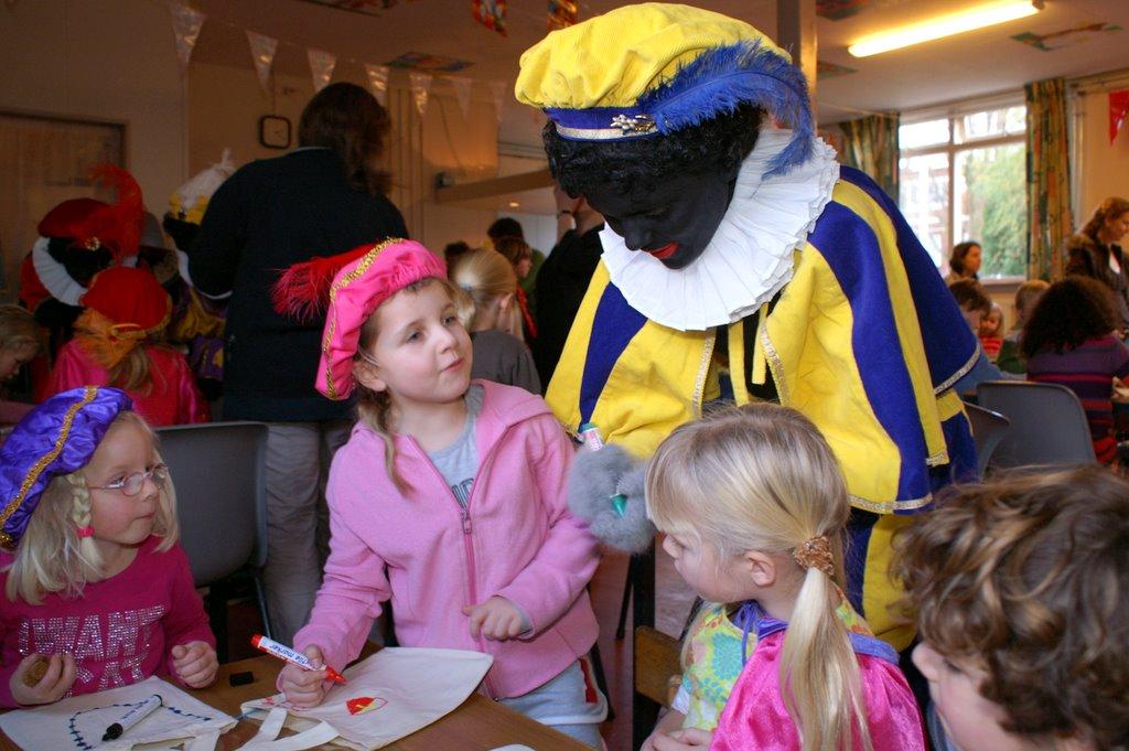 Sinter Klaas in de speeltuin 28-11-2009 - PICT6765