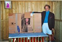 Les Abonnés, Léonie et Roger présentent leur numéro aux bénévoles, Cossé 2002