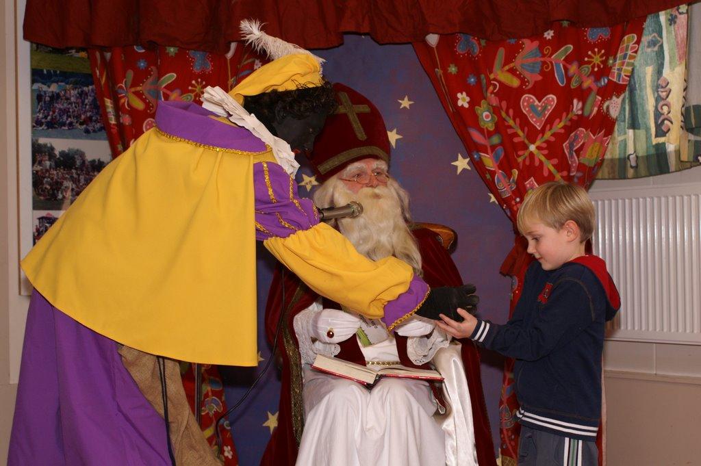 Sinter Klaas in de speeltuin 28-11-2009 - PICT6816
