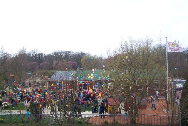 Opening Speeltuin en Roofvogelshow 17 maart 2007 - opening speeltuin vogelenwijk 009
