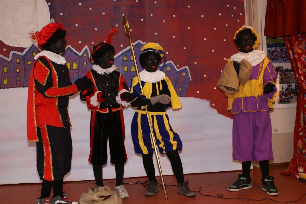Sinter Klaas in de speeltuin 28-11-2009 - PICT6823