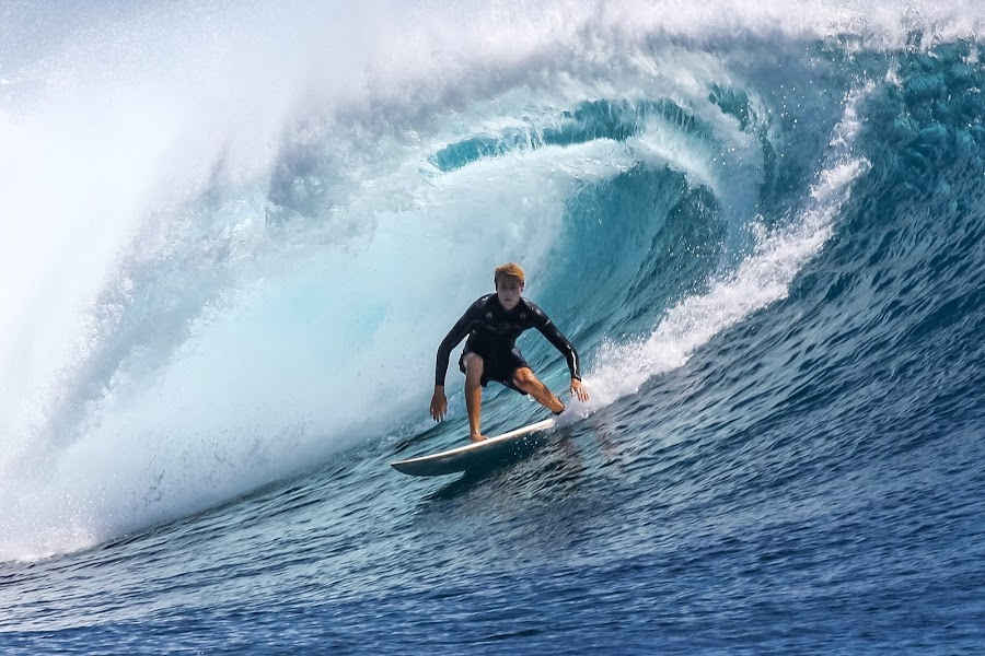 Nice barrel by Bernard Tjandra - Sports & Fitness Surfing