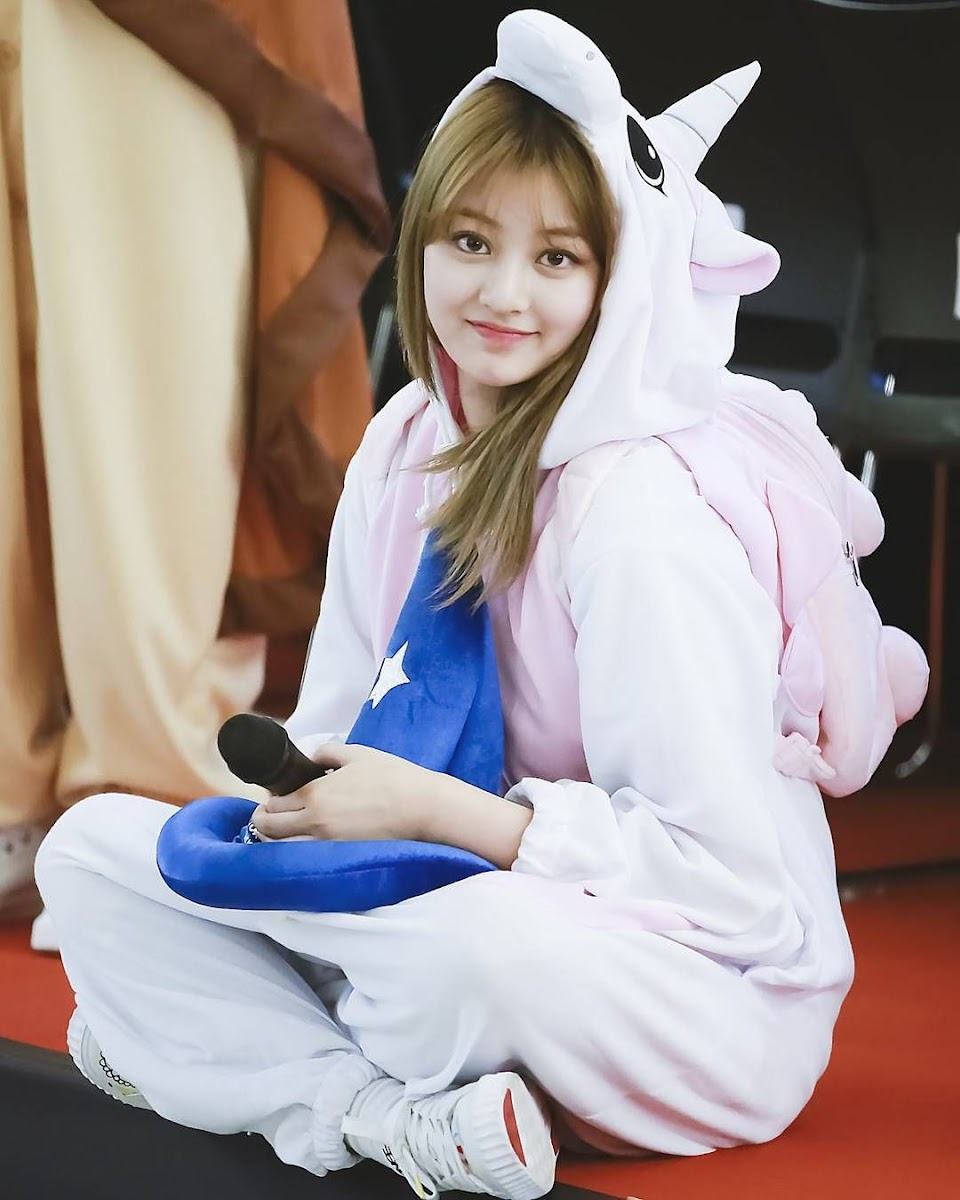 Jihyo-unicorn