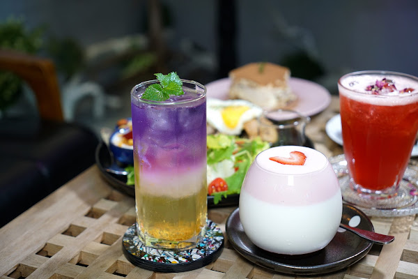 永和最美的網美咖啡 自由溫室 Liberbox Coffee #永安市場站 #溫室雞腿排早午餐 #手作甜點 #不限時、wifi提供