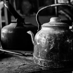 Dal rigattiere... by Mariateresa Toledo - Food & Drink Alcohol & Drinks ( bollitore, campionato di fotografia, rigattiere )