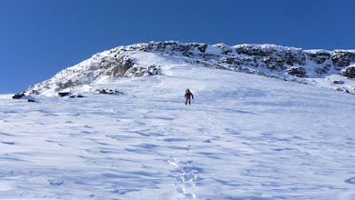 Photo: A couple hundred meters below Kaskasatjåka you have to climb a small ridge