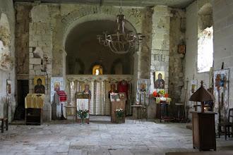 Photo: Avez-vous remarqué un détail important et vivant ?  René va-t-il s'engager dans la communauté des moines orthodoxes? Il se sent déjà bien intégré et participe aux tâches rituelles.