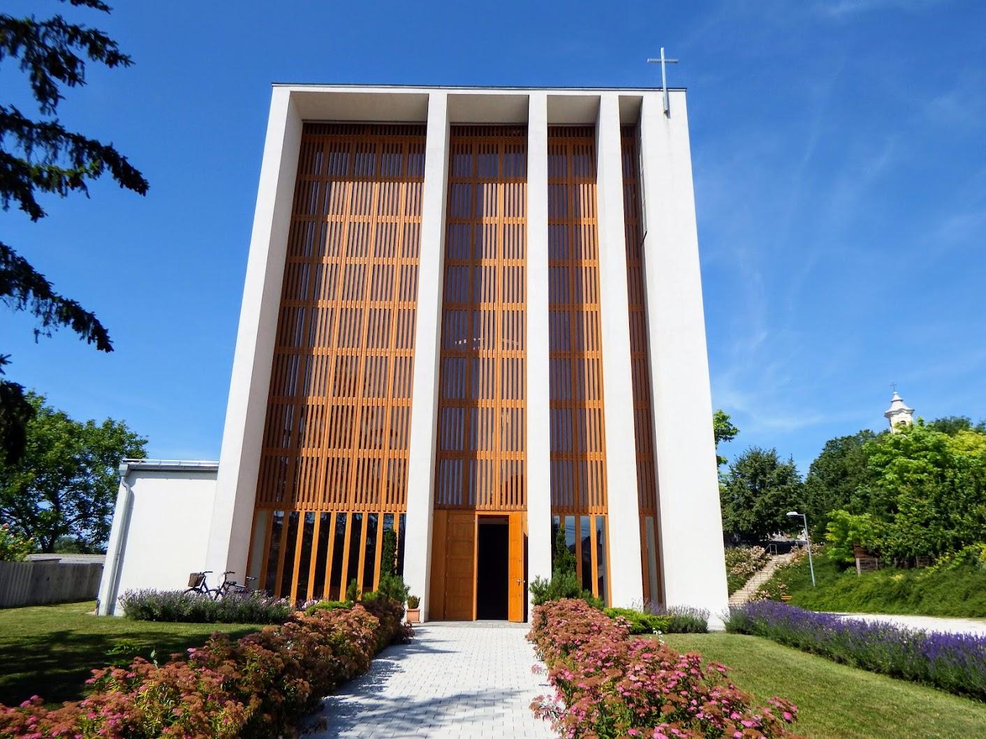 Győr-Szabadhegy - Kismegyeri Isteni Irgalmasság rk. templom
