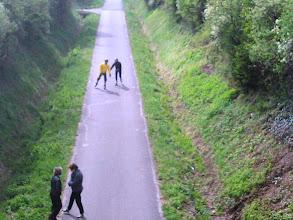 Photo: oh regarde jean, il devait être énorme l'escargot qui a fait cette trace! C'est normal on est en Bourgogne!