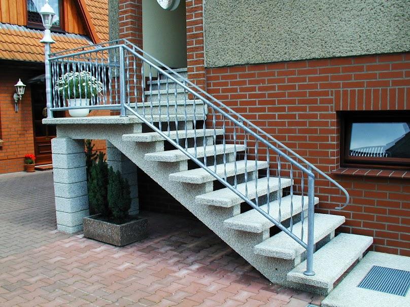 Zewnętrzne schody z betonu - jak je deskować?