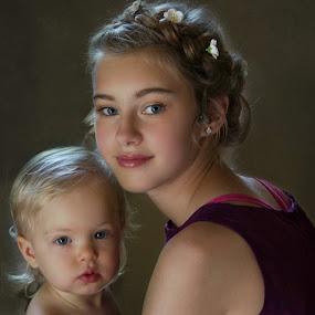 Jessica & Baby Harlow by Pirjo-Leena Bauer - Babies & Children Child Portraits