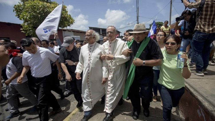 Nicaraguan government supporters attack journalists and Catholic prelates